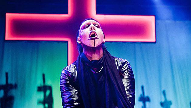 Marilyn Manson wegen Erkältung bei Konzert kollabiert (Bild: EPA)