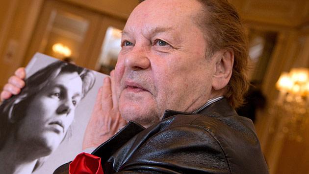 Berger verteilt am Samstag in Wien Valentinstagsrosen (Bild: dpa/Jörg Carstensen)