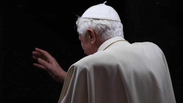 N�chste Theorie: Papst gab wegen Schwulennetzes auf (Bild: AP)