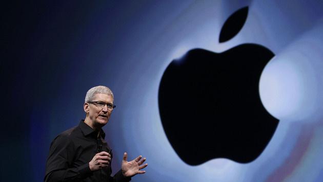 Apple-Chef Tim Cook muss mit Neuheiten punkten (Bild: AP)