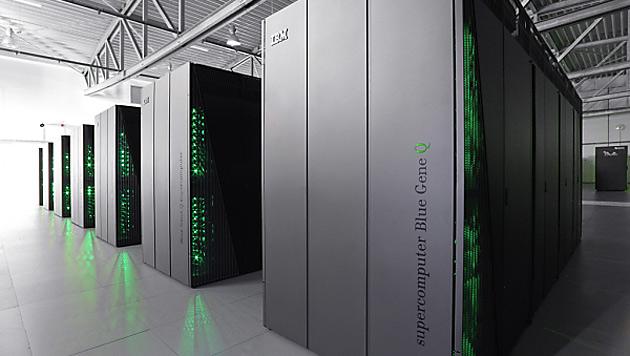 Europas schnellster Computer nimmt Betrieb auf (Bild: Ralf-Uwe Limbach/dpa)