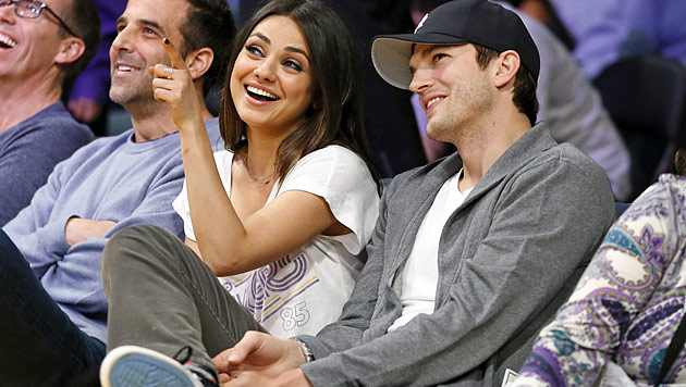 Kunis und Kutcher turteln Gerüchte um Krise weg (Bild: AP)
