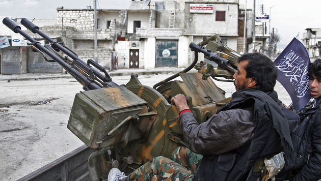 Syrische Rebellen in Aleppo (Bild: AP)