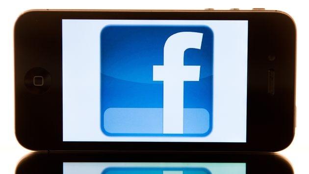 Facebook soll mit HTC an Android-Handy arbeiten (Bild: Sebastian Kahnert/dpa)