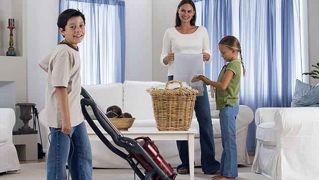 Richtig motivieren: So hilft Ihr Kind im Haushalt gerne mit (Bild: thinkstockphotos.de)
