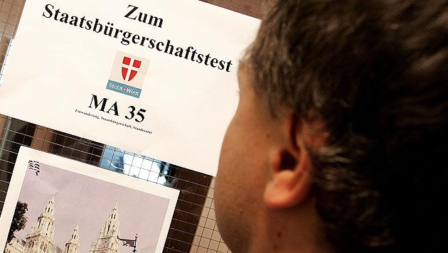 Einbürgerungen: Tendenz im Vorjahr leicht steigend (Bild: APA/Helmut Fohringer)