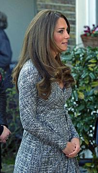 Kate zeigt erstmals ihr royales Babyb�uchlein (Bild: EPA)
