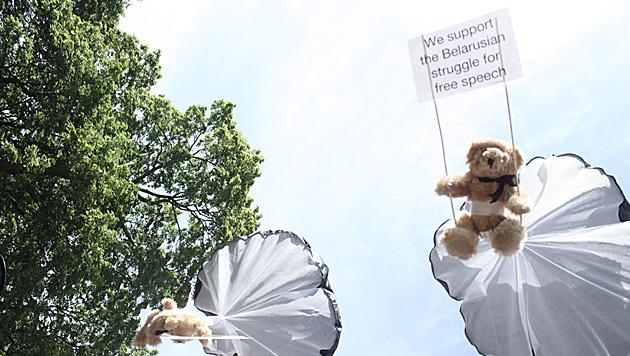 Teddys bescheren weißrussischem Soldaten Haft (Bild: EPA)