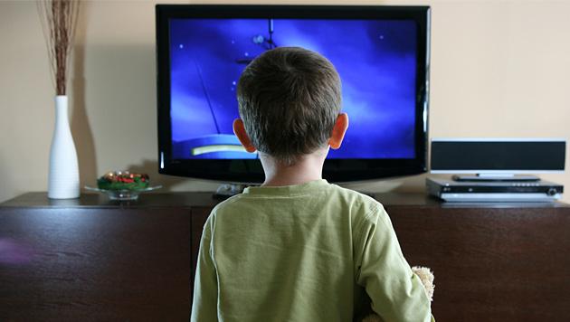 Wer als Kind zu viel fernsieht, tendiert eher zu Kriminalit�t (Bild: thinkstockphotos.de)