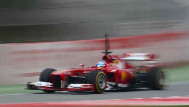 Vizeweltmeister Alonso bei Tests in Montmelo voran (Bild: AP)