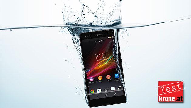 Xperia Z: Sonys Edel-Smartphone geht duschen (Bild: Sony)