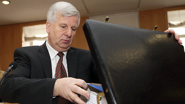Ex-Finanzreferent Eisl weist Schuld an Debakel von sich (Bild: APA/Franz Neumayr)