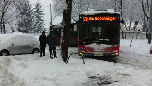 Schnee im Osten sorgt für zahlreiche Unfälle und Einsätze (Bild: Selma Redzebasic/Leserreporter)