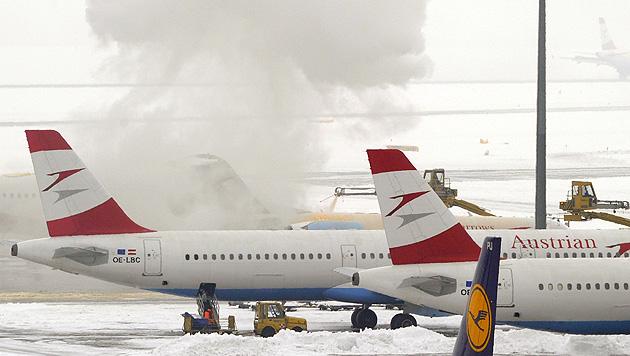 Schnee im Osten sorgt für zahlreiche Unfälle und Einsätze (Bild: APA/HERBERT P. OCZERET)