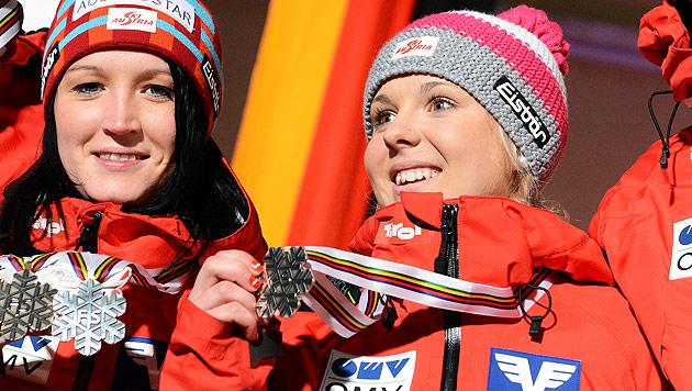 Vize-Weltmeisterin mit 15: Chiara Hölzl überglücklich (Bild: dpa/Hendrik Schmidt)