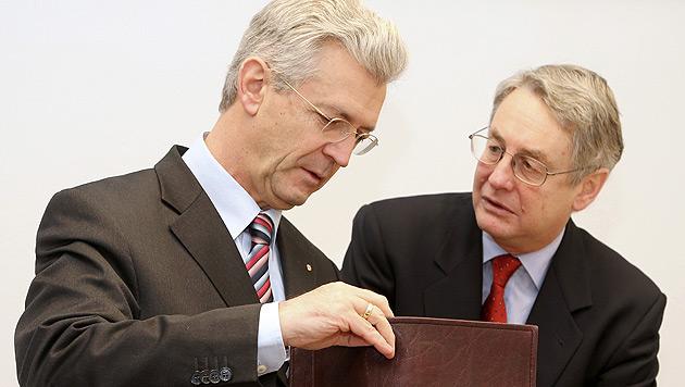 Paulus weist im U-Ausschuss jede Schuld von sich (Bild: APA/FRANZ NEUMAYR)