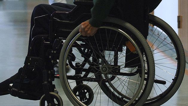 Sbg: Rollstuhlfahrer in Fluss gestürzt - gerettet (Bild: APA/BARBARA GINDL)