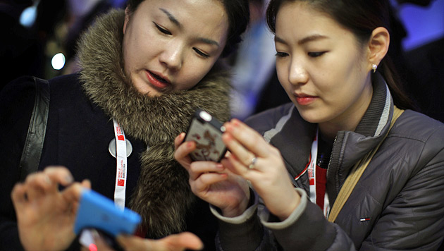 Smartphones laufen normalen Handys langsam Rang ab (Bild: AP)
