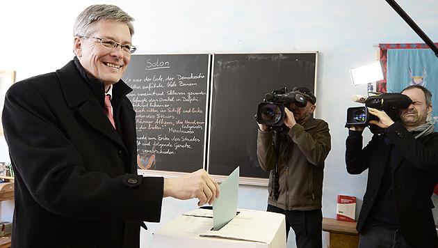 Spitzenkandidaten bei Stimmabgabe optimistisch (Bild: APA/Herbert Neubauer)