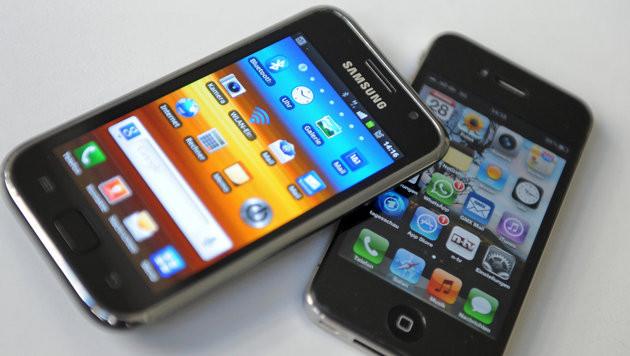 Apple verkaufte mehr Smartphones als Samsung (Bild: Andreas Gebert/dpa)