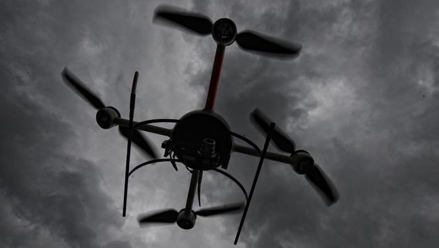Drohne schmuggelte Tabak und Handys ins Häfn (Bild: dpa/Peter Steffen)