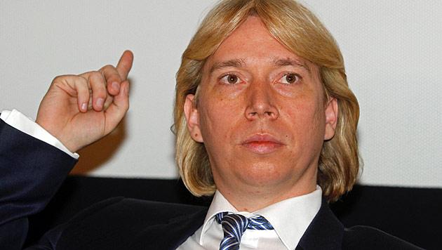 Polizei beschuldigt Helmut Werner der Körperverletzung (Bild: AP)