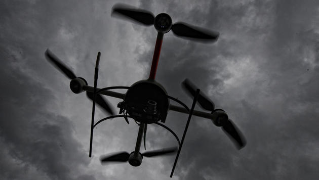 Student wollte Drohne über das Internet verkaufen (Bild: dpa/Peter Steffen)