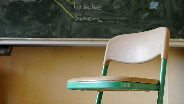 Buben belästigten Schülerinnen (10) bei Klassenfahrt (Bild: dpa/Caroline Seidel)