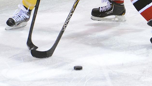 Eishockey-Profi nach Check gegen Bande gelähmt (Bild: APA/HELMUT FOHRINGER)