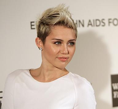 """Miley Cyrus sauer: """"Habe Hochzeit nicht abgesagt"""" (Bild: AFP)"""