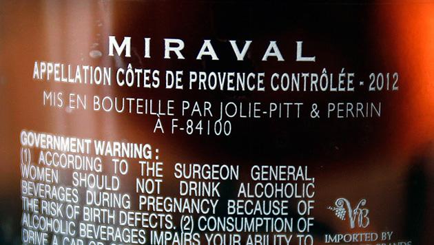 Erster Wein von Jolie und Pitt findet reißenden Absatz (Bild: AP)