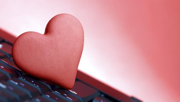 Online-Flirt mit Folgen: Mann muss Bußgeld zahlen (Bild: thinkstockphotos.de)