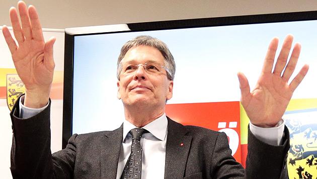 """""""Franz aus Spittal"""" brachte LH Peter Kaiser Glück (Bild: APA/Gert Eggenberger)"""
