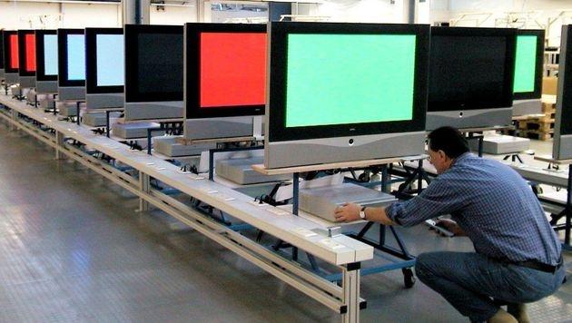 Gebeutelter TV-Hersteller Loewe stutzt Gehälter (Bild: dpa/Frank Förtsch)