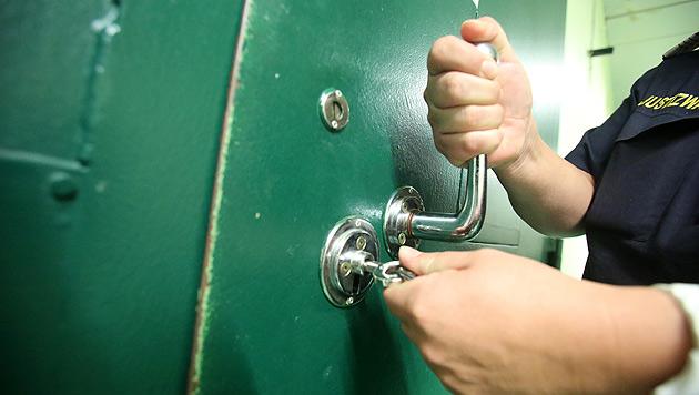Für Strafe von Unbekanntem: Frau sollte in Haft (Bild: Martin A. Jöchl (Symbolbild))