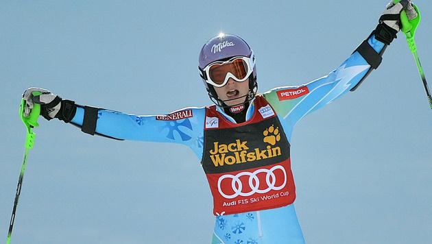 Shiffrin fängt Maze doch noch ab und holt die Slalomkugel (Bild: APA/BARBARA GINDL)