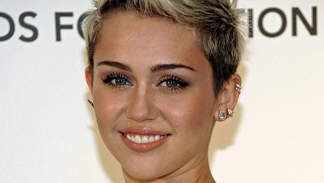 Cyrus will Trennung von Hemsworth nicht wahrhaben (Bild: AP)