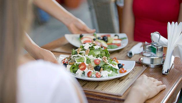 Was Sie beim Essen im Urlaub beachten sollten (Bild: thinkstockphotos.de)
