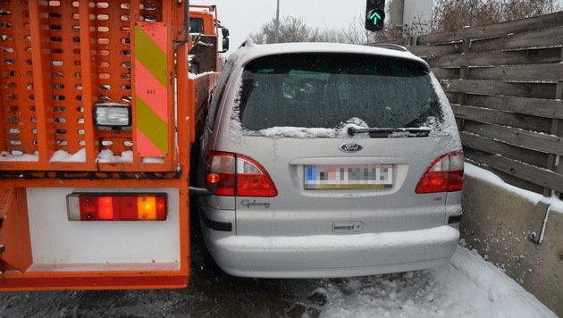 Etliche Unfälle in Österreich wegen Winterwetters (Bild: APA/LUKAS DERKITS/BFK MÖDLING)