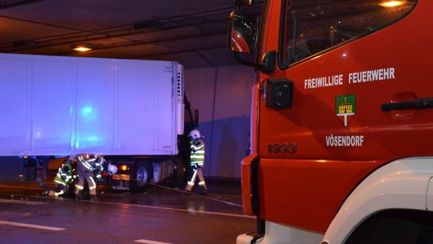 Etliche Unfälle in Österreich wegen Winterwetters (Bild: Florian Schützenhofer / Pressestelle BFK Mödling)