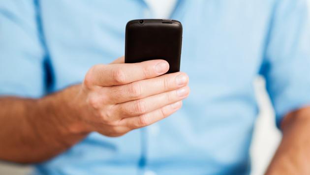 Immer mehr wickeln Bankgeschäfte mobil ab (Bild: thinkstockphotos.de)