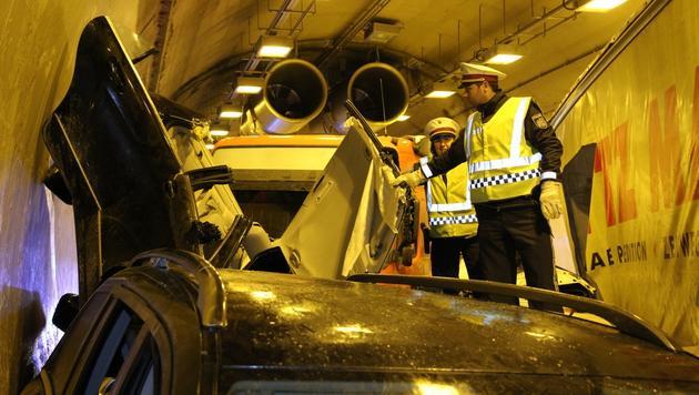 """Fahrer: """"Die A2 war beim Tunnelportal spiegelglatt"""" (Bild: Arnold Klement)"""