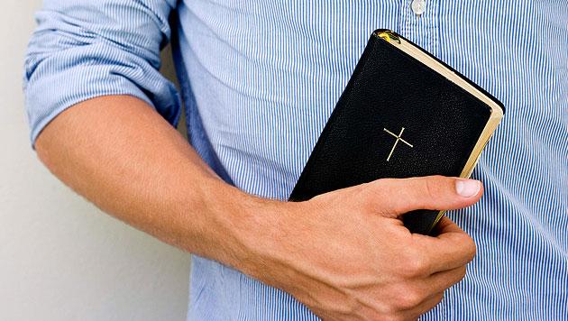 Frau kaufte PlayStation 4 - und bekam zwei Bibeln (Bild: thinkstockphotos.de)