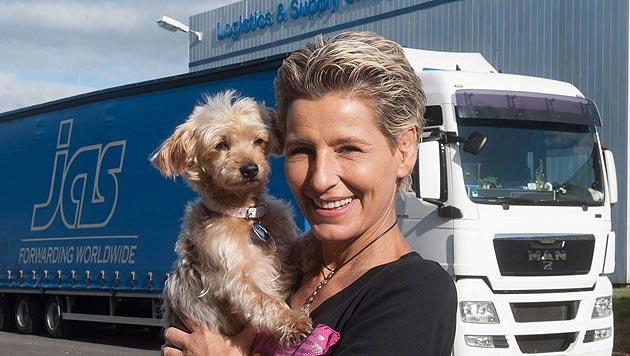 Lkw-Fahrerin bewegt 40-Tonner für den Tierschutz (Bild: Michael Kretzer)