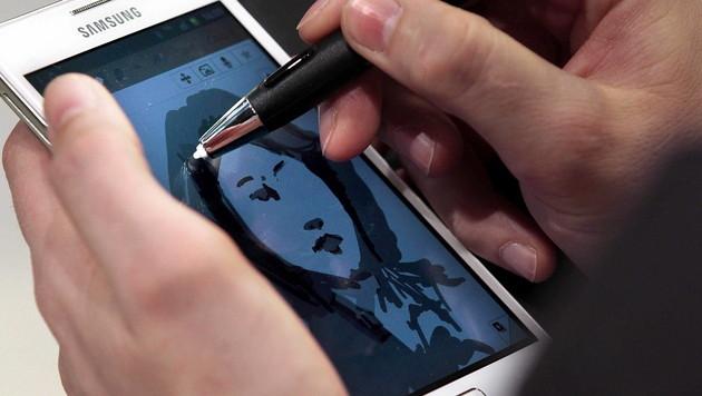 Phablet-Besitzer nutzen soziale Medien intensiver (Bild: EPA)