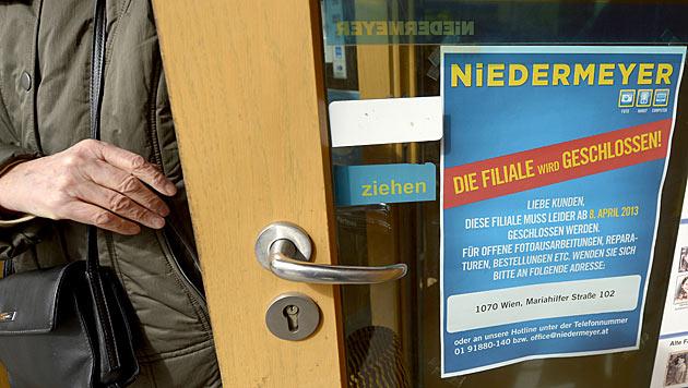Niedermeyer-Pleite: Kunden stürmen Filialen (Bild: APA/Roland Schlager)