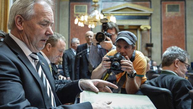 Offiziell angelobt: Dörfler tritt Job im Bundesrat an (Bild: APA/HERBERT NEUBAUER)