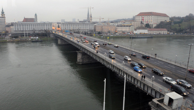 270 Kilometer lange Pkw-Irrfahrt endet in Linz mit Unfall (Bild: Christian Koller)