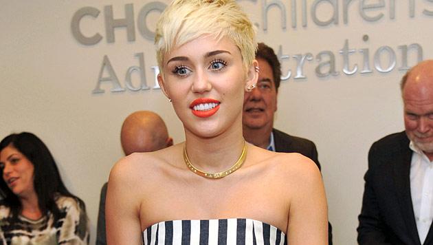 Cyrus sagt angeblich Hochzeit mit Hemsworth ab (Bild: AP)