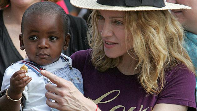 Madonna wehrt sich gegen Kritik von Malawis Präsidentin (Bild: AP)